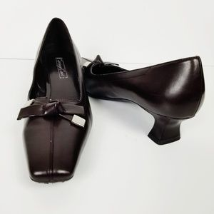 CARRIAGE COURT BECCA Brown Square Toe Kitten Heels